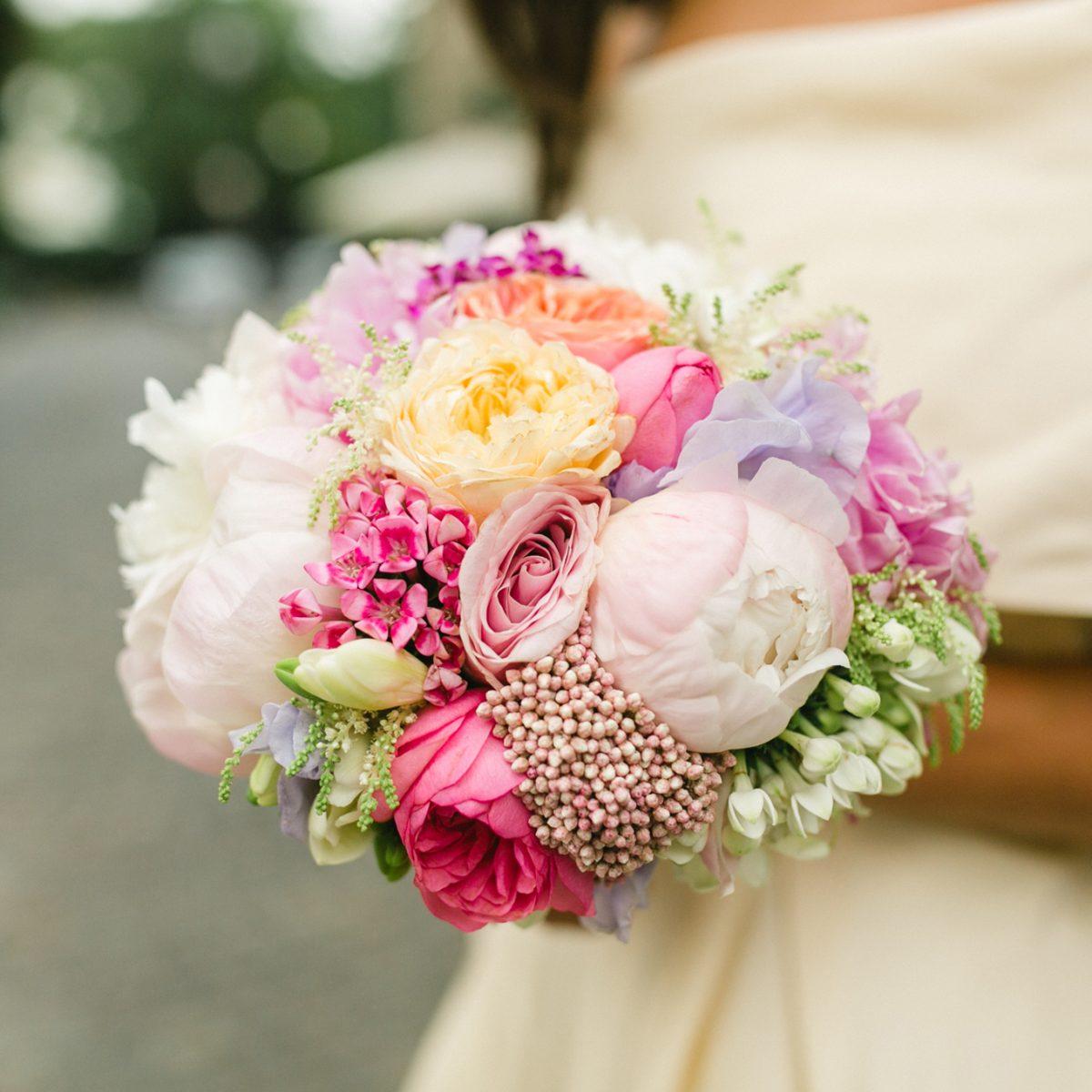 Buchet mireasa flori colorate