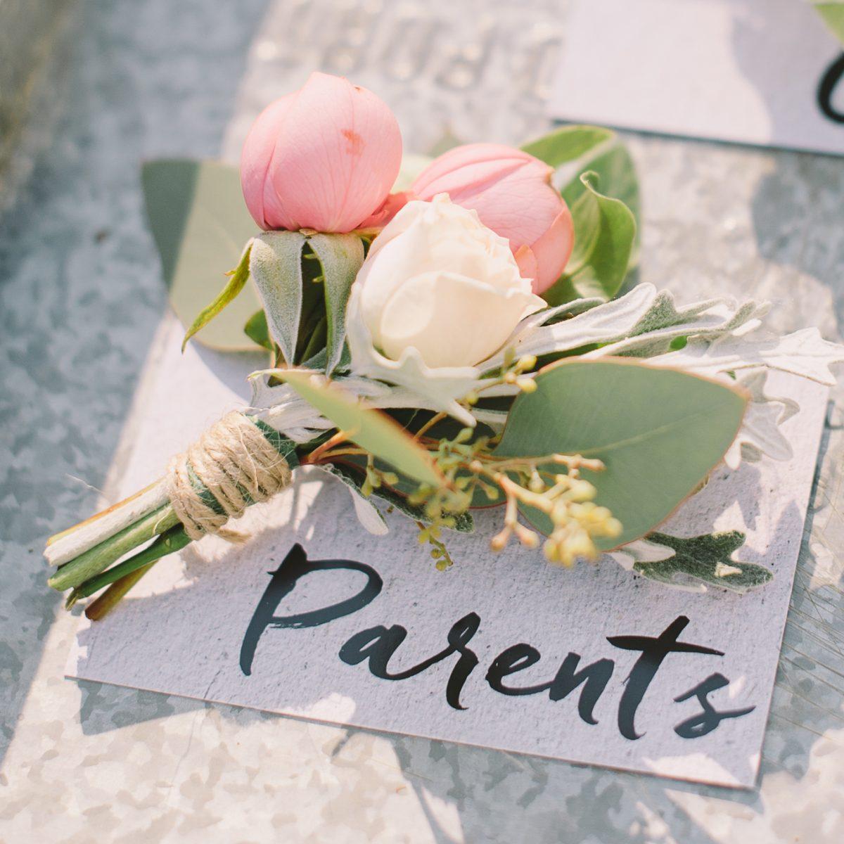 Cocarda flori parinti miri nunta