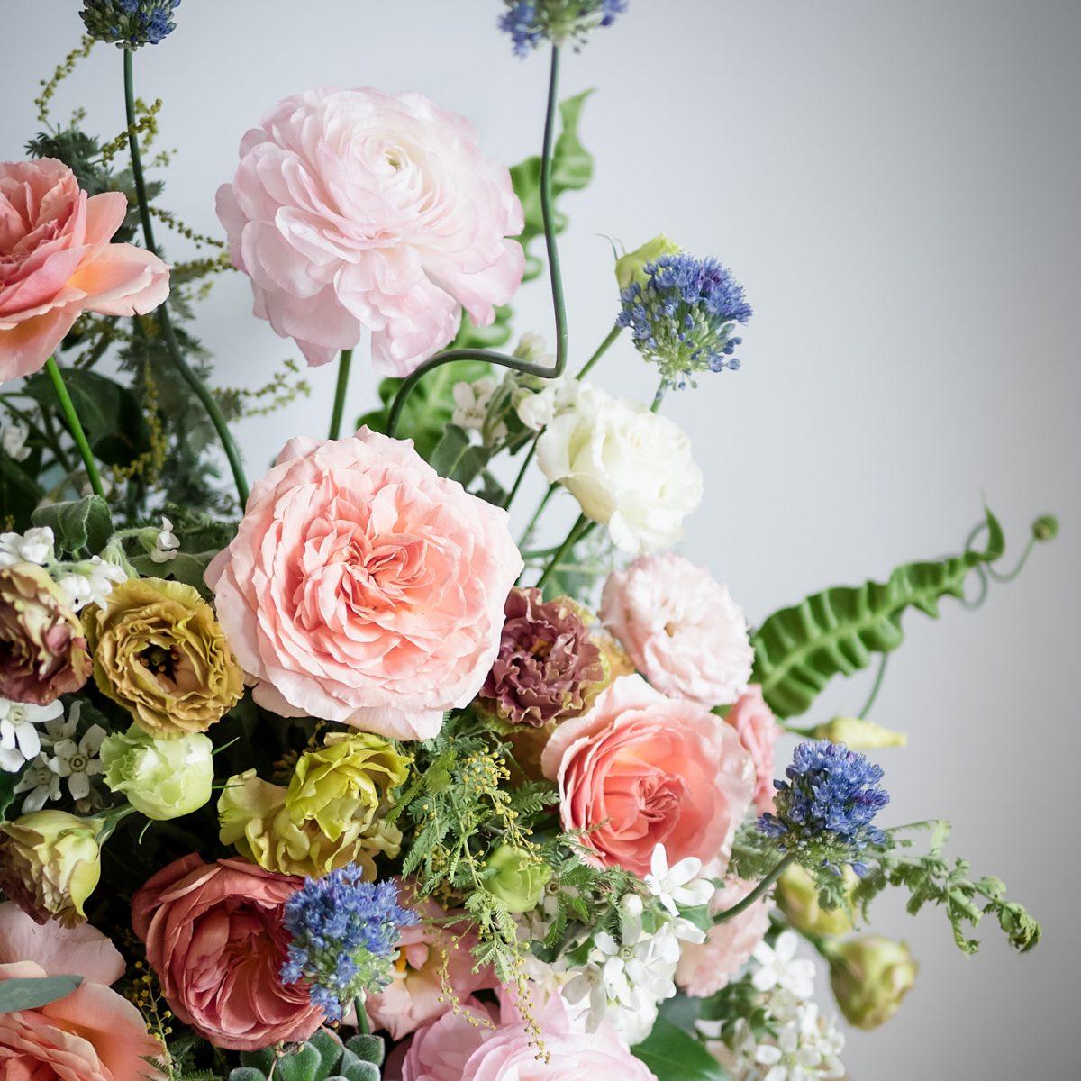 aranjament floral bujori trandafiri maison dadoo