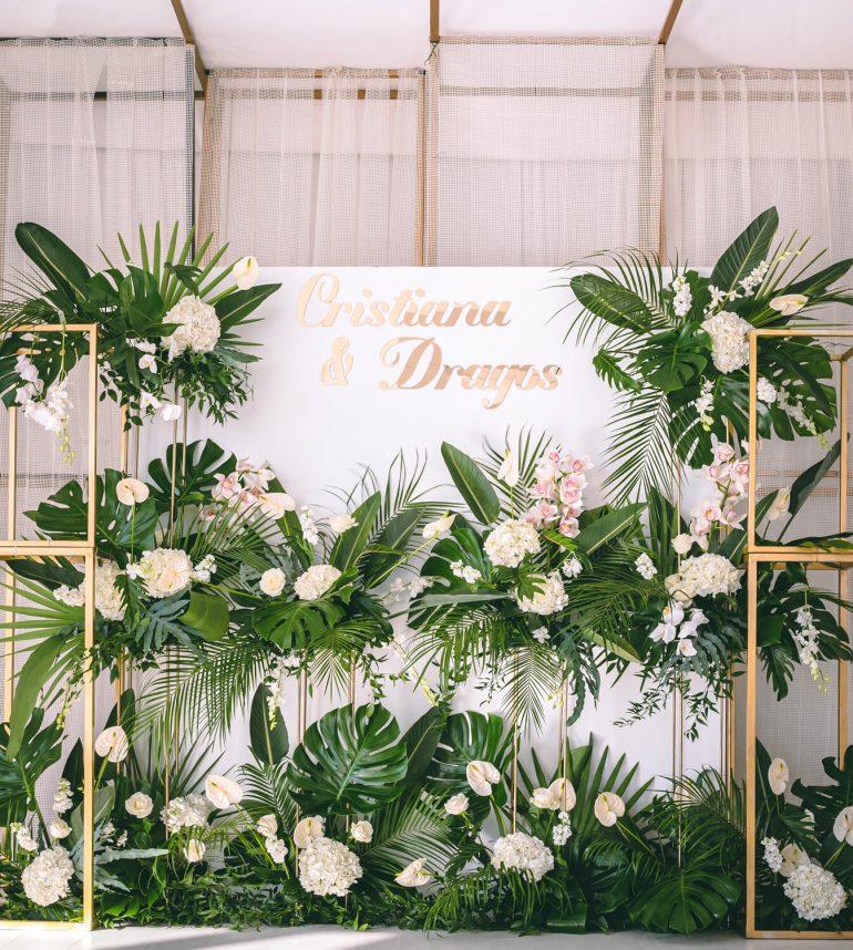 maison dadoo nunta cort studio buftea exotic decor flori frunze alb verde scaune washington cupru auriu